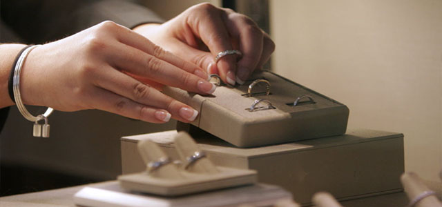 Jewelry product merchandiser