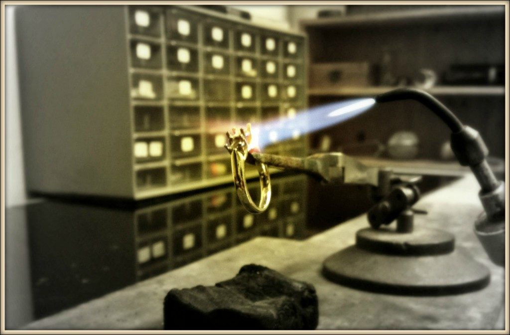 watch-technician-fast-fix-jewelry-watch-repairs