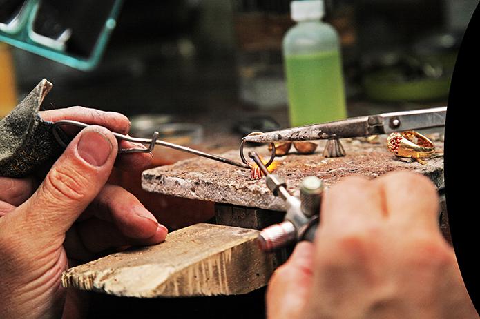Bench-Jeweler