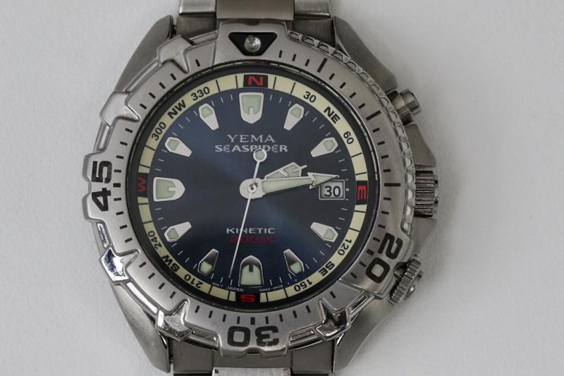 Waterproof divers watch