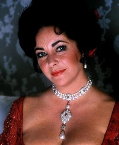 Elizabeth Taylor wearing the La Peregrina Necklace