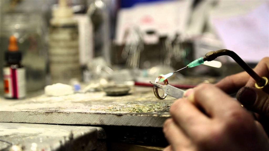 bench-jeweler-don-roberto-jewelers