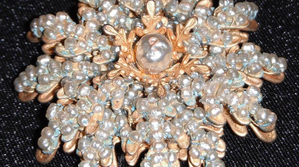 Perhaps The Most Por Name In Costume Jewelry Is Of A Firm From Early To Late 1900s Called Miriam Haskell Gathered Widespread Appreciations